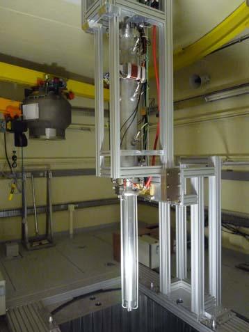 Insertion de la ligne verticale de l'accélérateur GENEPI-3C dans le coeur du réacteur de GUINEVERE. Crédit : CNRS