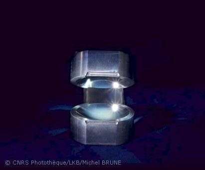 Les deux miroirs de la boîte à photons de l'ENS